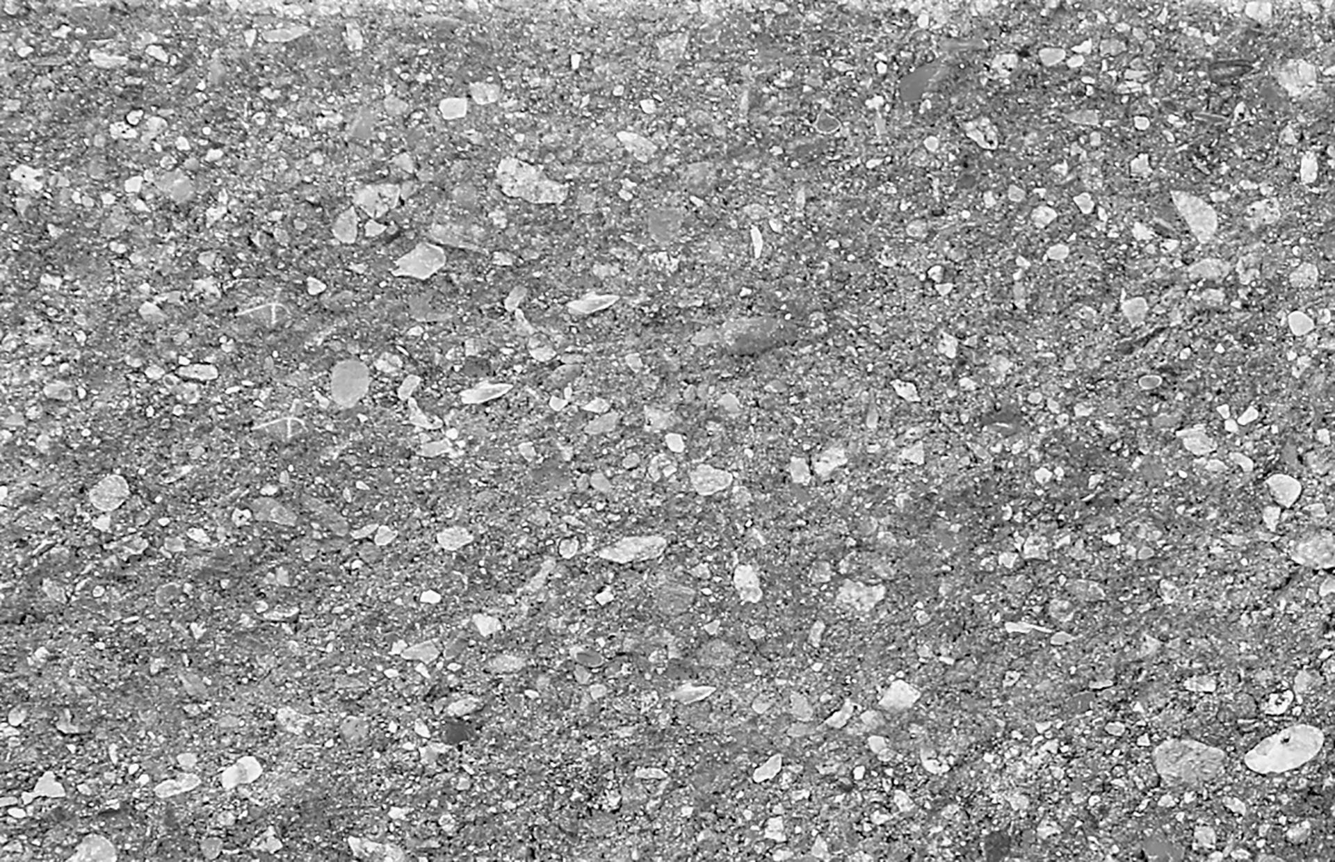 Sivá lámaný kameň